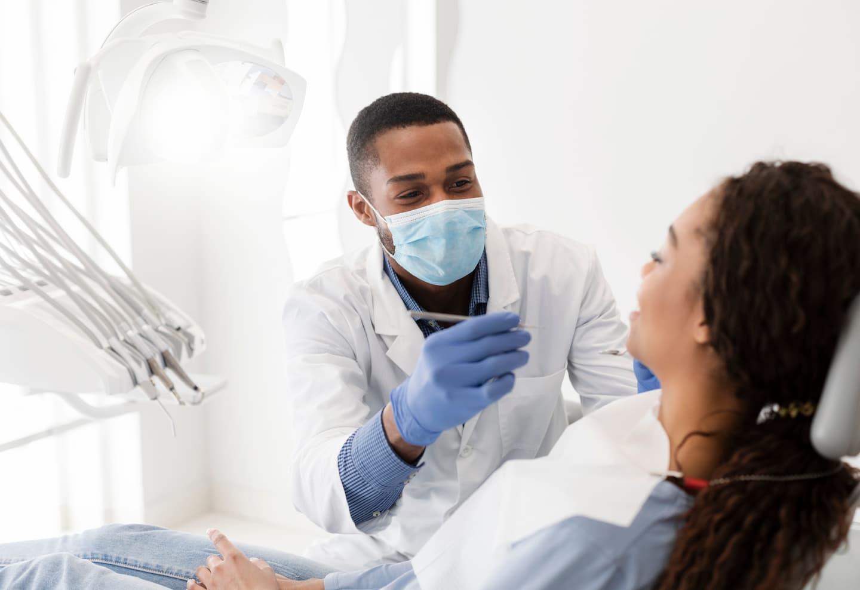 Dentiste avec un patient